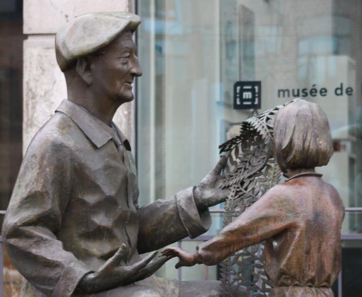Statue de bronze entrée du Musée