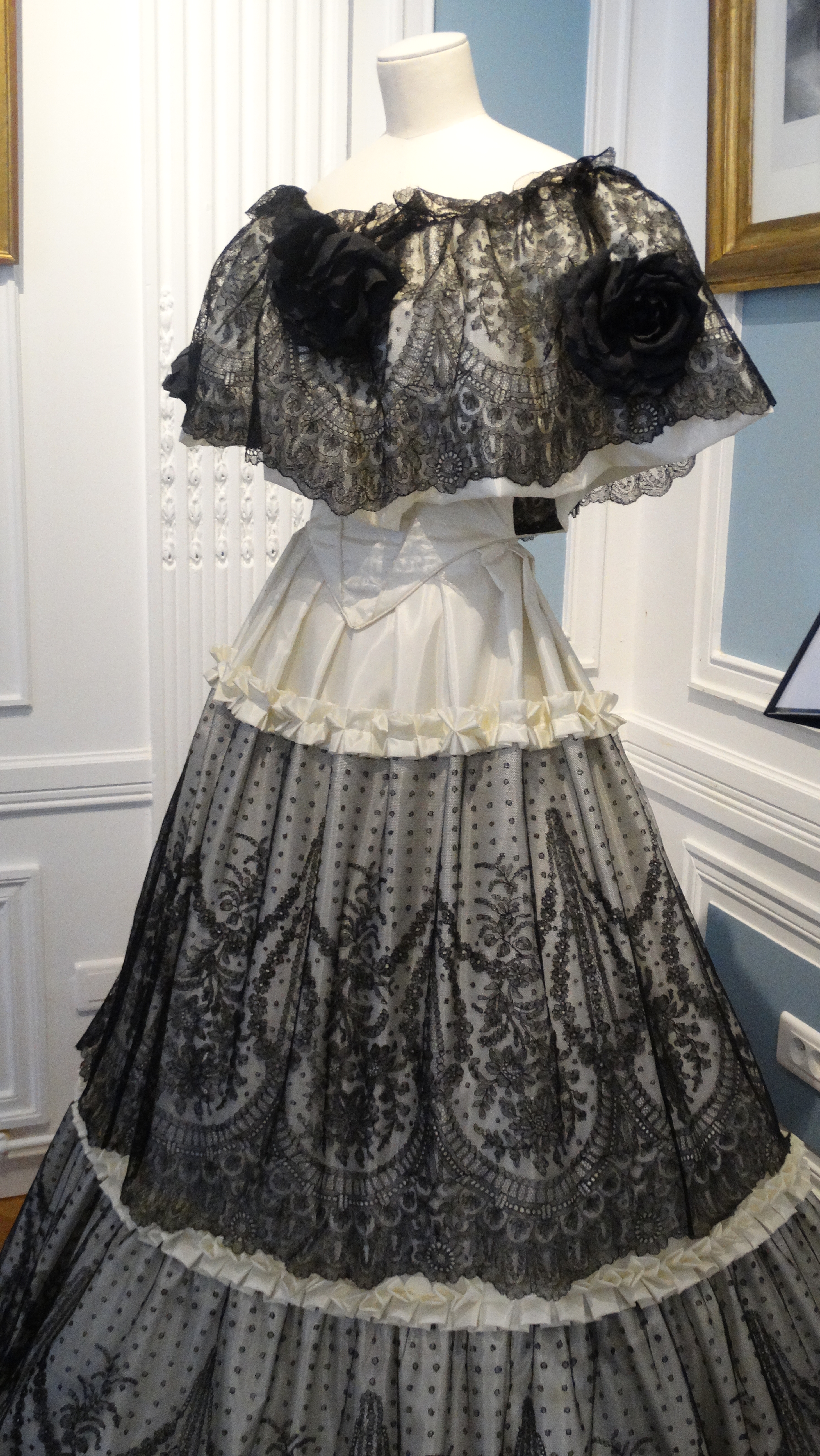 robe en dentelle de Chantilly